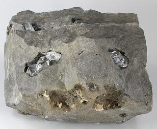 diamantes herkimer na matriz