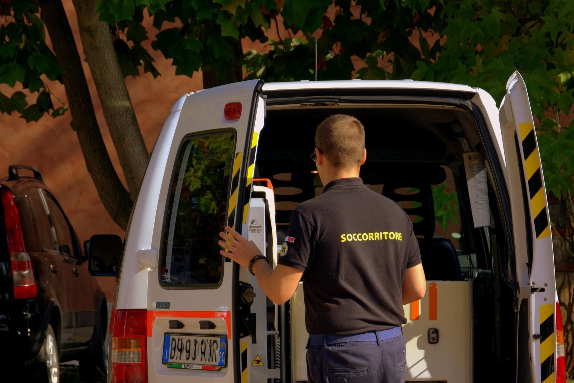 20 سيارة إسعاف إماراتية لدعم غزة