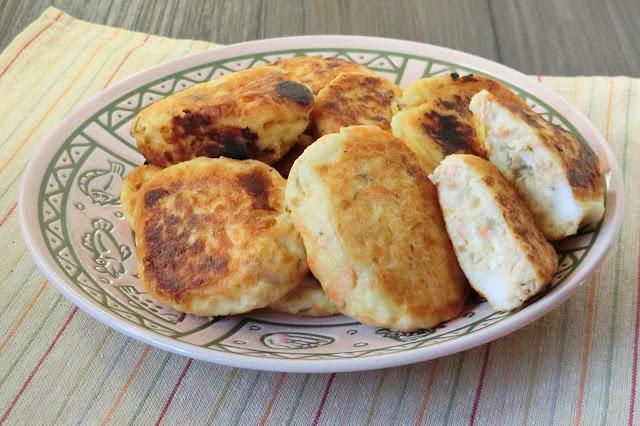 秋鮭と豆腐のフワフワハンバーグ