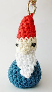 http://translate.googleusercontent.com/translate_c?depth=1&hl=es&rurl=translate.google.es&sl=en&tl=es&u=http://www.simplycrochetmag.co.uk/2013/01/30/free-pattern-gnome-keyring-from-annemarie/&usg=ALkJrhh2WkmWW6msCt0umEqA9heJllsxSw