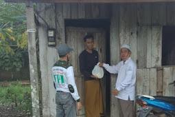 FPI Tanah Laut Kalsel Bagikan Paket Sembako Untuk Korban Banjir Di Desa Asam-Asam