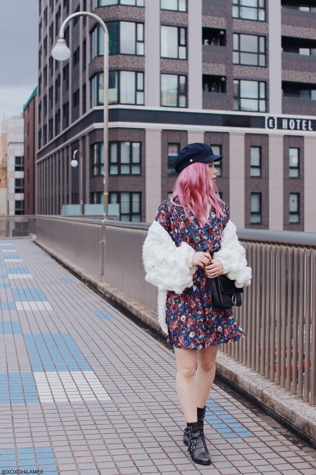 Japanese Fashion Blogger,MizuhoK,20180415OOTD,Chicwish=pompom sleeves chunky knit cardigan,CHOIES=floral mini dress, SheIn=belted studes boots,H&M=casquette,Rakuten=white top,Light in the box=crossbody
