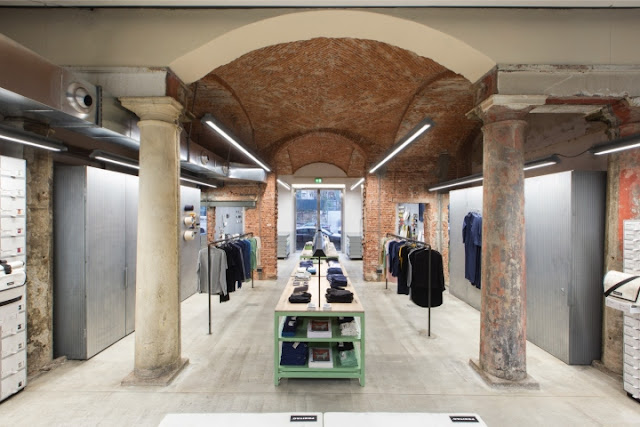 Green Pear Diaries, interiorismo, retail, Freitag, Milán, Italia