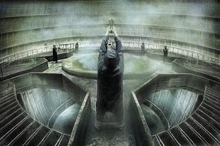 Imagen de un persona de espalda invocando un hechizo