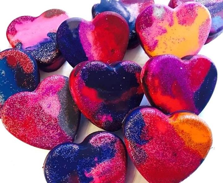 diy glitter heart crayons