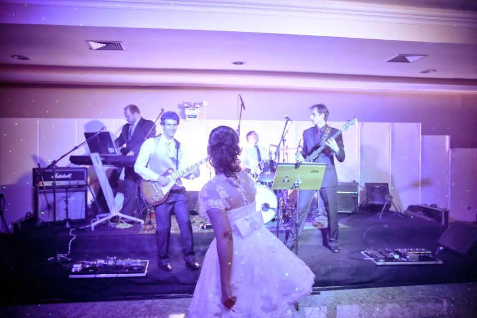 festa-noivo-musico-noiva-pista-danca
