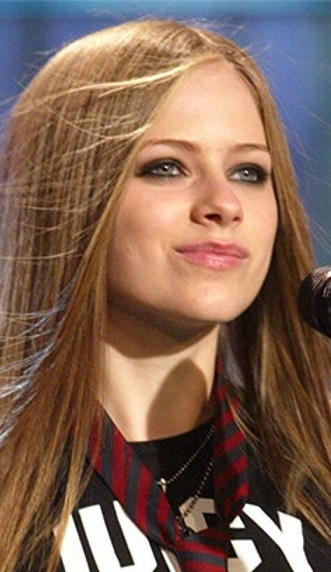 Avril Lavigne llega a sus 37 años este 27 de septiembre disfrutando del amor y de su eterna juventud