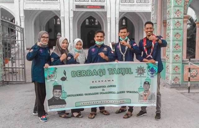 Senator Fachrul Razi Bersama Kwartir Cabang Pramuka Aceh Utara Bagikan Ratusan Takjil