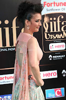 Akshara Haasan in Peachy Crop Top Choli Skirt at IIFA Utsavam Awards 01.JPG