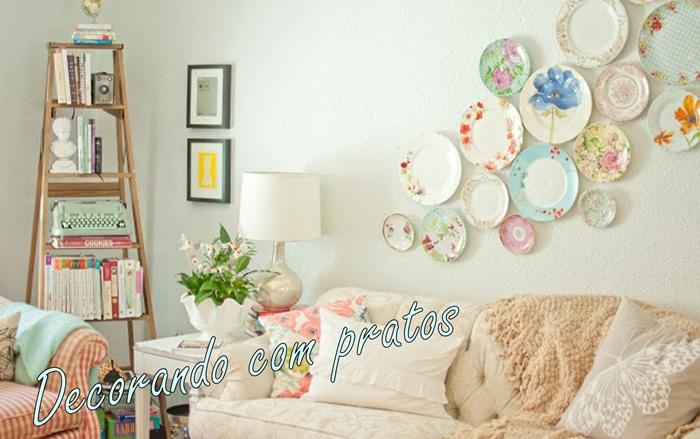 Decoração com pratos decorativos na parede
