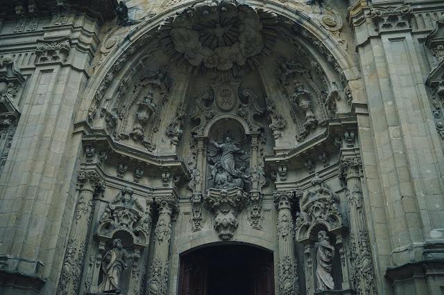 サンタ・マリア・デル・コロ教会(Iglesia de Santa Maria del Coro)