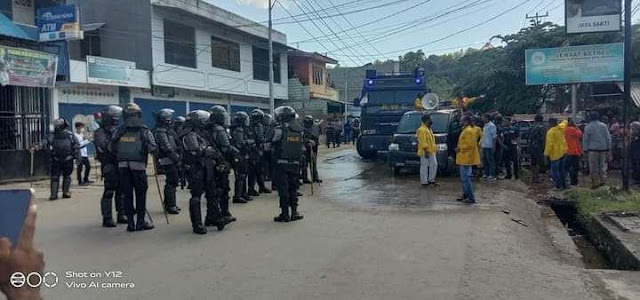 Aparat Tindak Tegas Demo di Waena, 1 Mahasiswa Terkena Tembakan dan 13 Ditahan