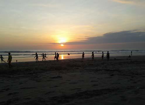 Pantai Kuta merupakan salah satu daerah Pantai Kuta, Wisata Pantai Bali Yang Mempesona