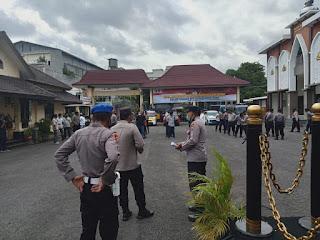 Polisi dan TNI Sterilisasi Gereja
