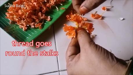kankambaram-flower-tying-1ae.png