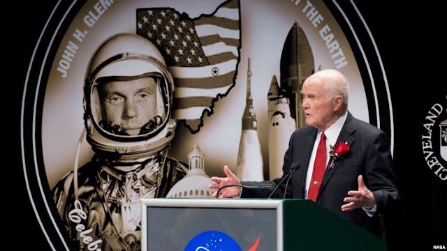 Astronot John Glenn berbicara dalam peringatan 50 tahun penerbangan Friendship 7 yang mengorbit Bumi