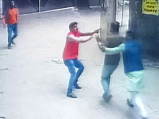 कॉपी जांचने गए शिक्षकों को हड़तालियों ने पीटा, 15 सस्पेंड