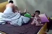 Phản cảm bật tivi cho 2 con xem, vợ chồng che chăn thản nhiên làm chuyện ấy ngay trước mặt con