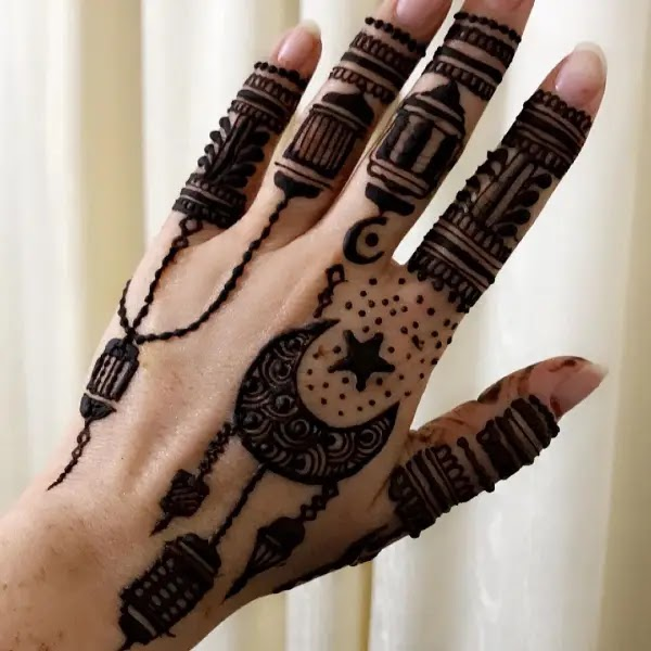 Beautiful_chand_with_star_henna_design