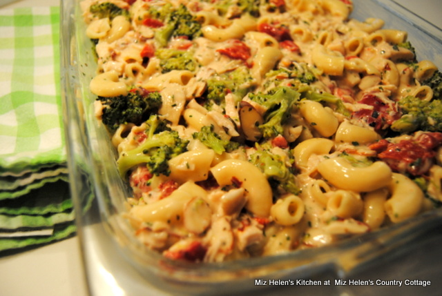 Chicken and Broccoli Alfredo Casserole at Miz Helen's Country Cottage