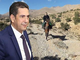 أمزازي يُنوِّه بمدير إقليمي يبحث عن التلاميذ بأعالي الجبال على ظهر دابة
