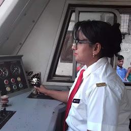 বাংলাদেশের প্রথম নারী ট্রেন চালক টাঙ্গাইল জেলা ভুয়াপুরের, সালমা খাতুন