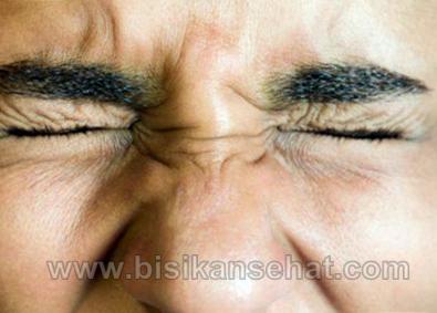 Cara Mengatasi Mata Berkedip Terus Menerus