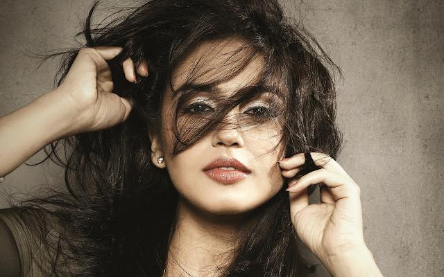 Huma Qureshi Images, Hot Photos & HD Wallpapers