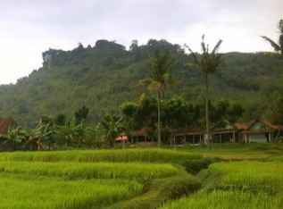 http://www.teluklove.com/2016/11/pesona-keindahan-wisata-gunung-manggir.html