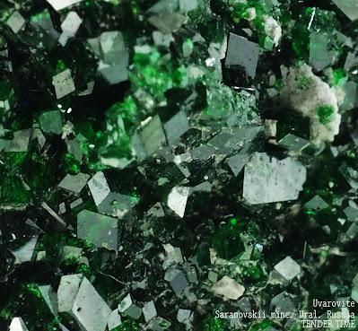 ウバロバイト Uvarovite Saranovskii mine, Ural, Russia