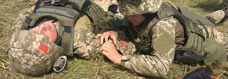 Від ворожого обстрілу на Донбасі загинули двоє військових