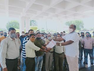 मध्यप्रदेश पटवारी संघ के जिलाध्यक्ष नितेश अलावा के निलंबन से नाराज पटवारी संघ ने सौपा ज्ञापन
