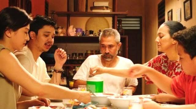 Review Film Orang Kaya Baru : Saat Satu Keluarga Tajir Mendadak