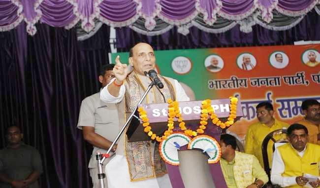 अब पूरे देश में एक संविधान, एक निशान और एक प्रधान है: राजनाथ सिंह