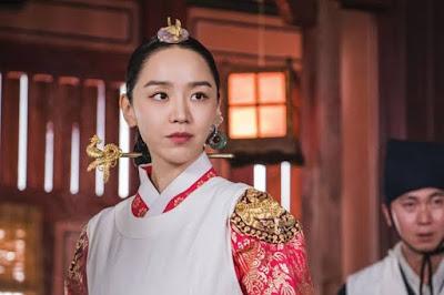 shin hye sun sebagai ratu kim so yong pemeran utama mr queen