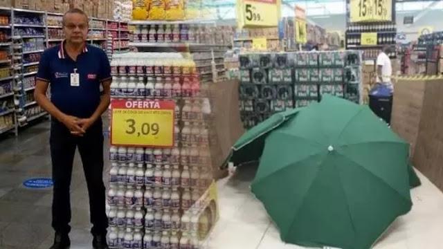 Pegawai Meninggal Saat Kerja, Carrefour Tutupi Mayatnya dengan Payung dan Tetap Buka