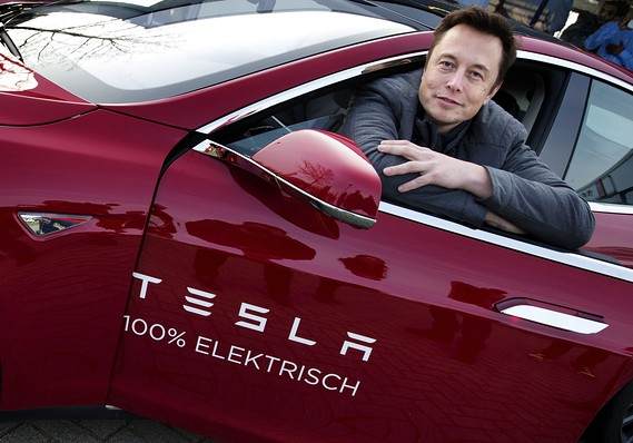 Mô hình kinh doanh D2C và tỷ lệ hài lòng khách hàng trên 90% của Tesla