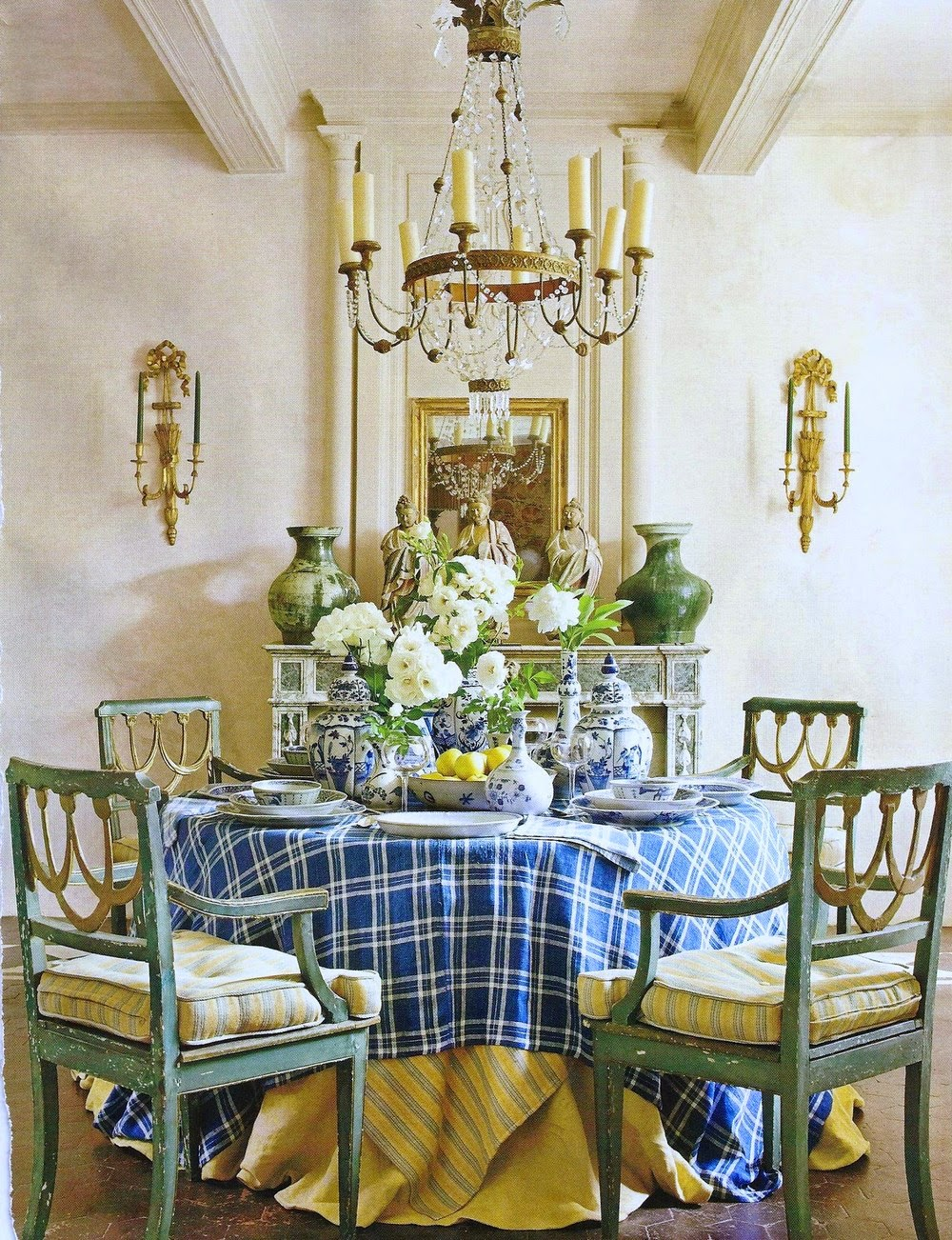 For Those Who Like Layers Of Pattern, A Tablecloth For Your Round Dining  Room Table Is A Great Way To Mix In More.