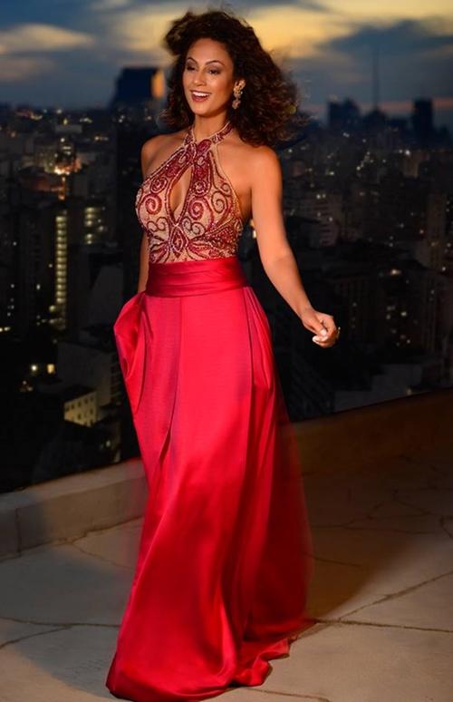 vestido de festa marsala e vermelho