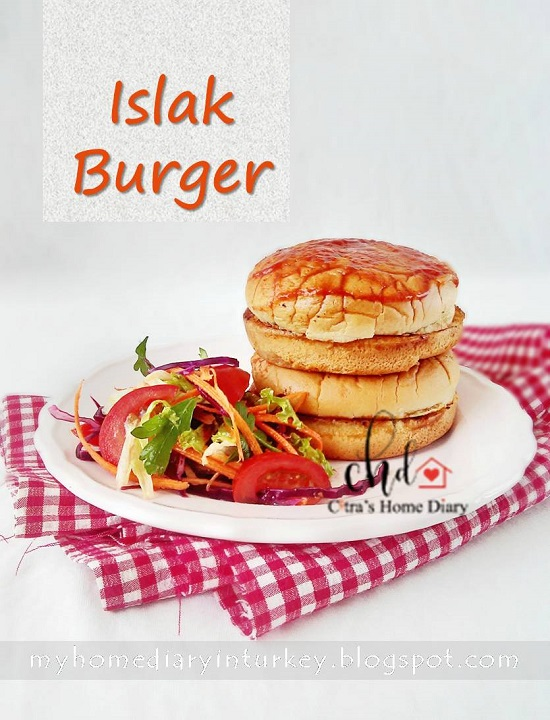 "Islak Hamburger / Istanbul street food; ""Wet Burger"" | Çitra's Home Diary. #turkishfood #Istanbulstreetfood #streetfood #wethamburger #burgerpattie #hamburger #Turkishcuisine #resepmasakanturki"