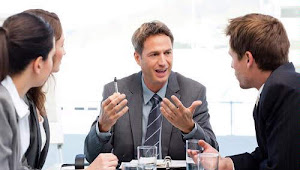 10 Adab Berbicara dengan orang lain