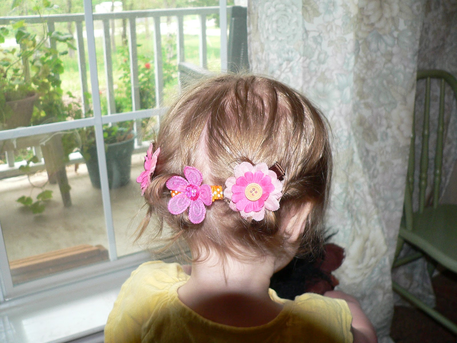 Toddler Hair Style: Little Girls Hairdos: Easy Toddler Hairstyles; Toddler Bun
