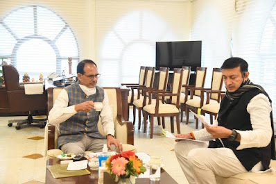Chief-Minister-Chouhan-discussed-tea-with-Minister-Dattigaon
