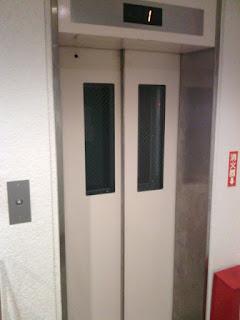 新エレベーターの外観写真