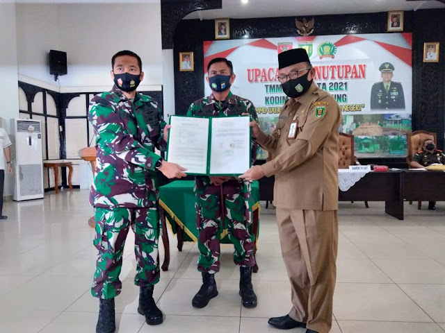 Penyerahan Hasil TMMD Ke-110 Kodim 1008/Tanjung, Wujud Sinergi Membangun Negeri