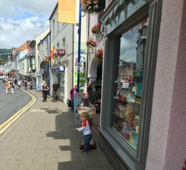 toddler-stood-in-High-Street-Abergavenny
