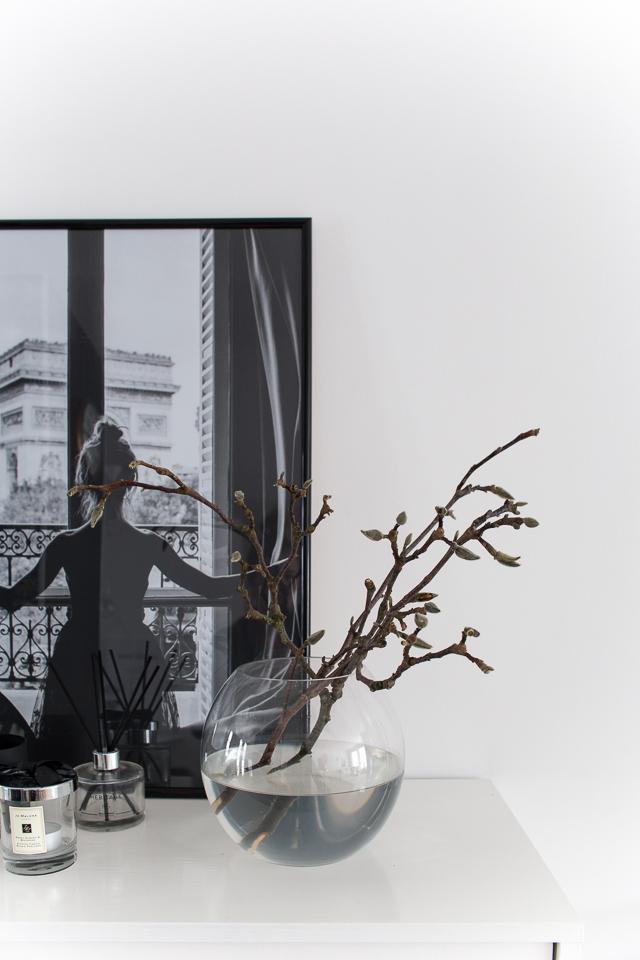 Villa H, eteisen sisustus, magnolian oksa, interior design