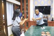 Bupati Jembrana I Nengah Tamba   Dukung Anak Jembrana di Ajang Liga Dangdut Indonesia