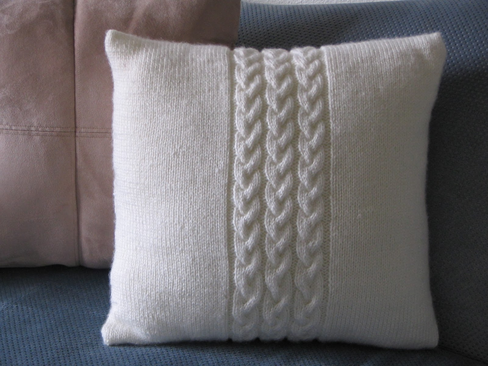 A Year of DIY : Easy Cable Knit Pillow Cover