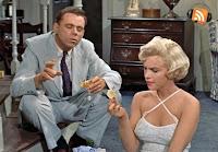 La Tentación vive arriba (1955) - Cine para invidentes